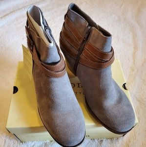 NWT. Sonoma Ankles buckle tan color boost #10